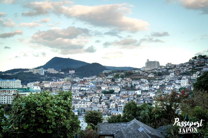 Vue sur la ville et les montagnes depuis Glover Garden, Nagasaki, Kyushu