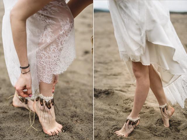 Bransoletki na stopy z piórkami