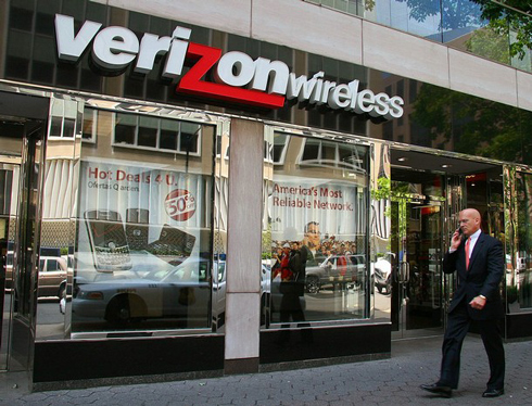 Verizon completes the takeover of its total mobile subsidiary in the United States: the group acquired its stake to Vodafone for 130 billion dollars, and signing the second largest transaction of the history