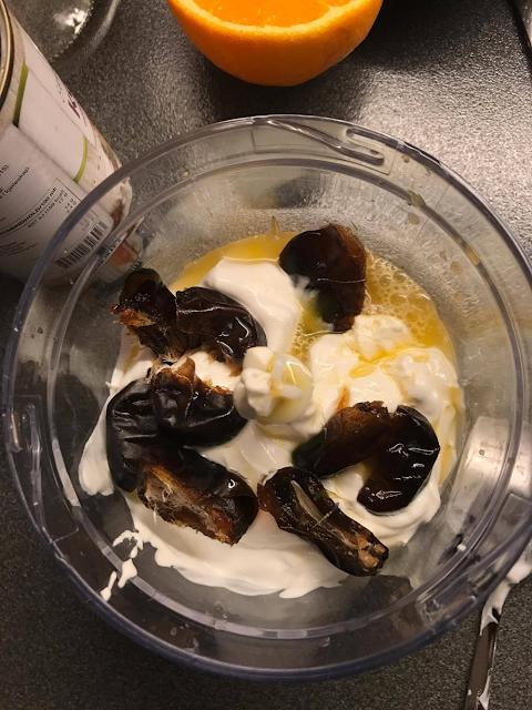 Ingredienser til hjemmelaget yoghurt.
