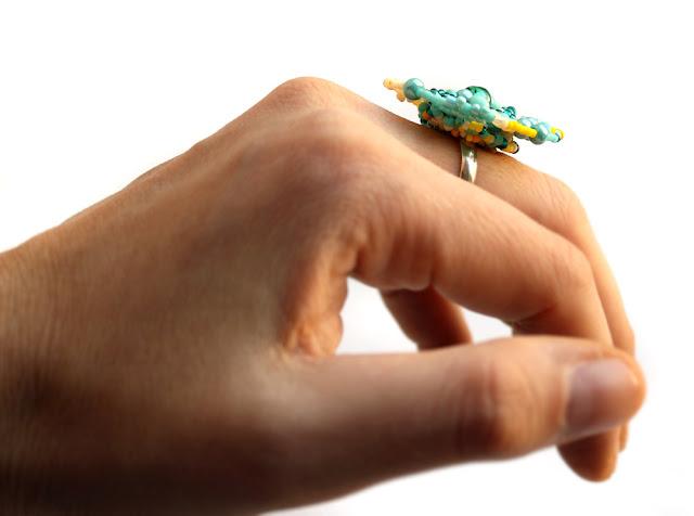 купить кольцо безразмерное из бисера ручной работы фриформ