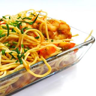 Noodles con Langostinos y Tomate Cherry