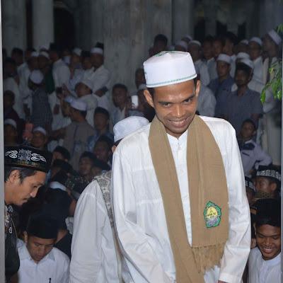 Ustaz Abdul Somad Berbagi Cerita Dengan Santri MUDI