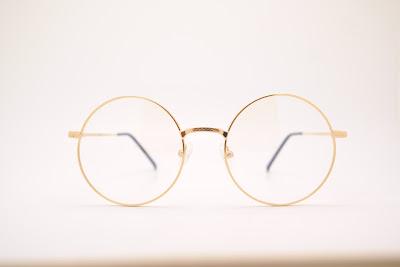 kacamata dan mitosnya