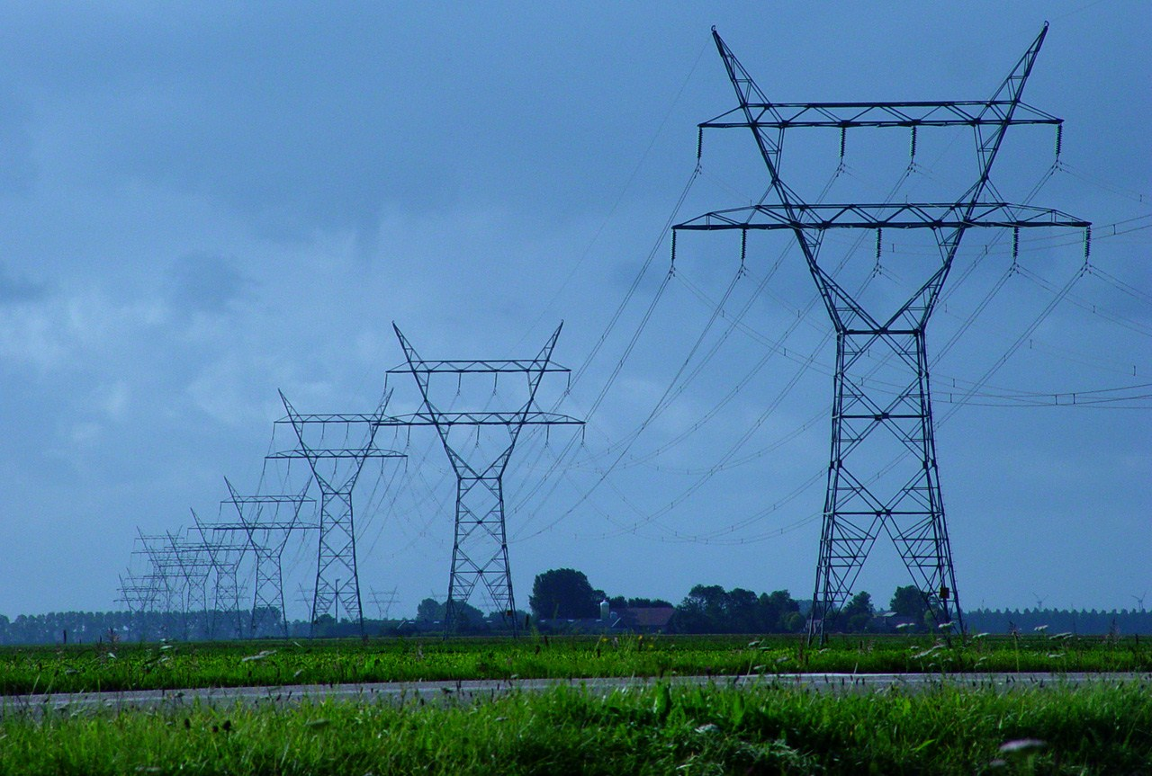 High Voltage Transmission Line Cable : The world through electricity distribution of