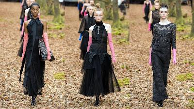 Chanel invierno 2018. Prendas elegantes y sin tiempo.