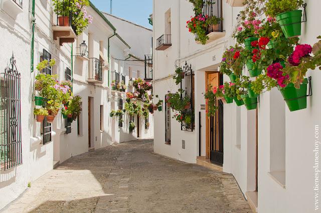 Priego de Córdoba pueblo encanto andalucia flores blanco