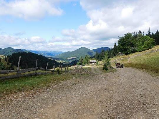 Przełęcz Dżogol (ukr. Перевал Джогіль; 1160 m n.p.m.).