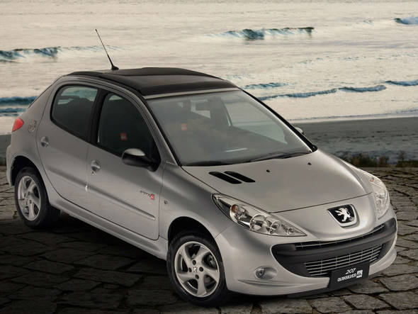 car in Peugeot 207 Quiksilver 2013
