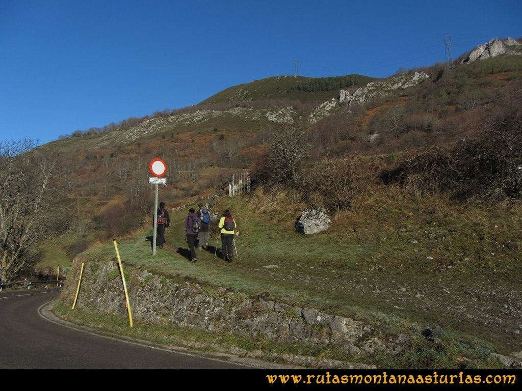 Pico Mosquito desde Tarna: A la salida de Tarna, tomando la senda