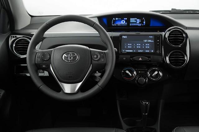 Toyota Etios Automático 2017 - painel - interior