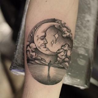 tatuaje escena bajo la luna