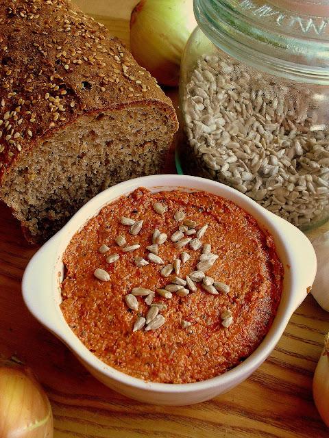 Pasta z suszonych pomidorów i słonecznika / Tomato Sunflower Seed Spread