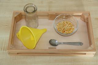 En Montessori se utilizan bandejas para distinguir una actividad de otra.