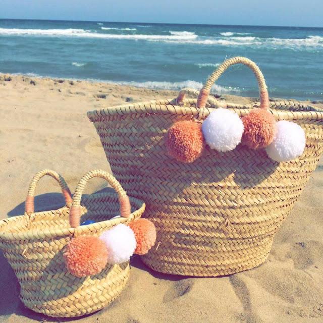 Trois petits pois panier plage pompons laine fait mains création mer sea beach sand sable vague waves lifestyle beachlife seaaddict