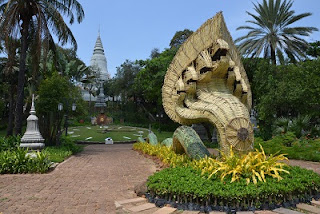 Places Wat Phnom