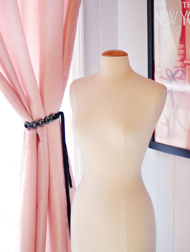 DIY curtain tie backs, looping circles crystal curtain tiebacks