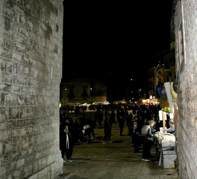 paese, piazza, sagra del Fungo Cardoncello 2017, turisti, gente, bancarelle, venditori