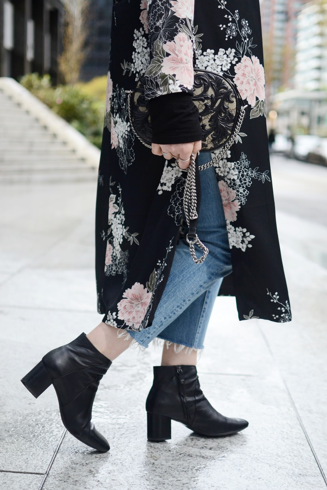Dynamite kimono coat outfit vancouver blogger levi's wedgie jeans geox ankle boots gucci arabesque bag