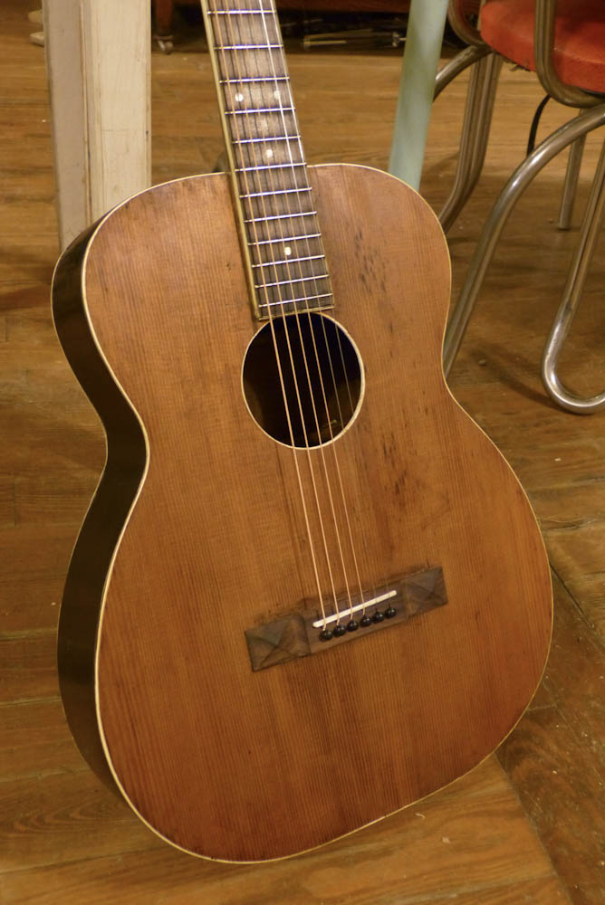 1930s Regal-made 12-fret 000 Guitar