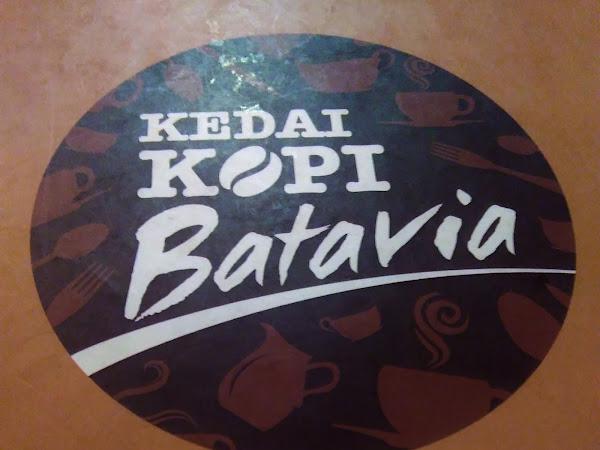 Santai sejenak di Kedai Kopi Batavia.