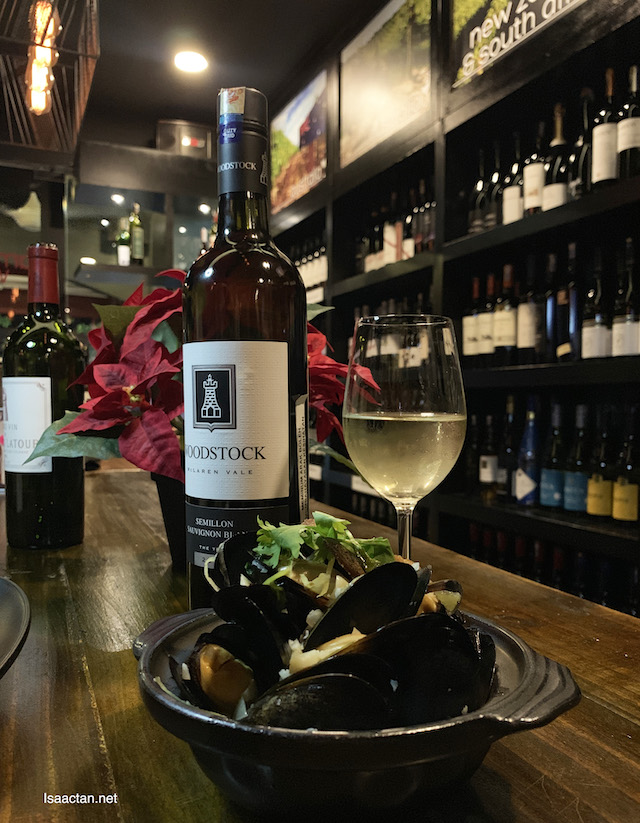 Woodstock Semillon Sauvignon Blanc 2015 was paired with the Mejillones Borrachos (Mussels White Wine sauce served with French bread)