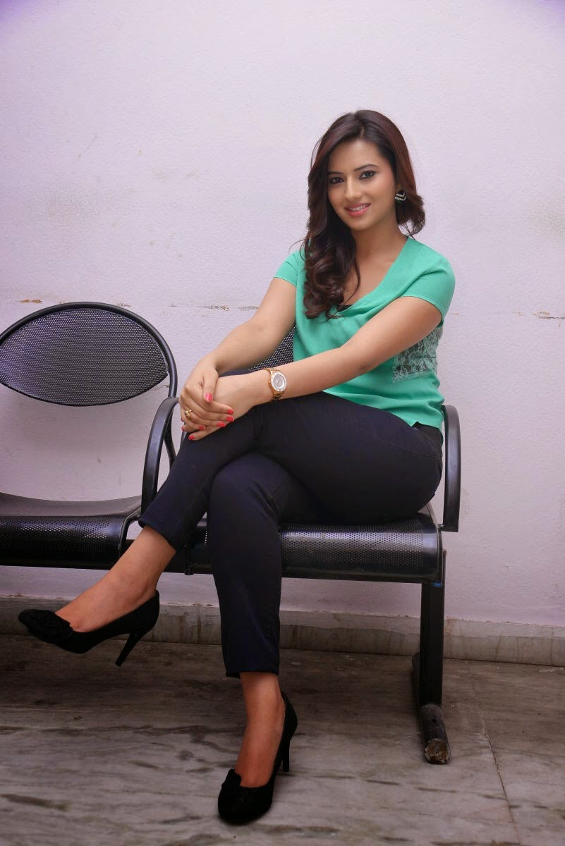 Isha chawla glamorous stills-HQ-Photo-7