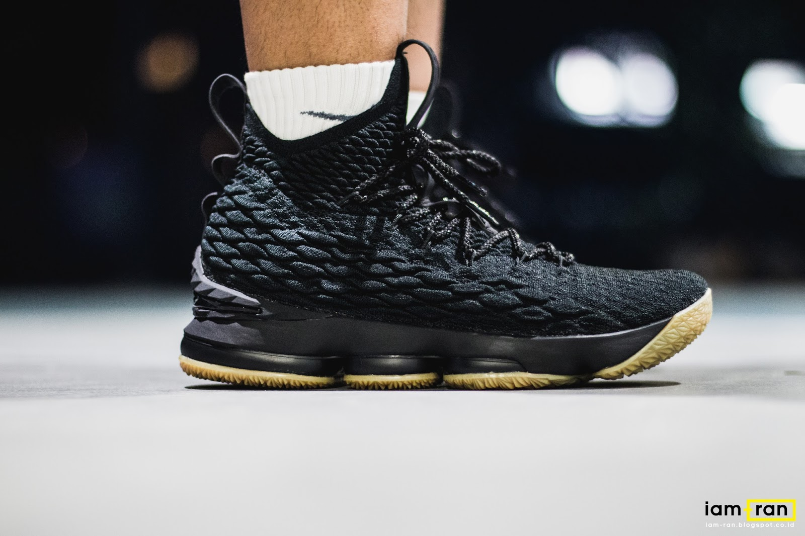 eb3be411ce2 IAM-RAN  ON FEET   Polo - Nike LeBron 15