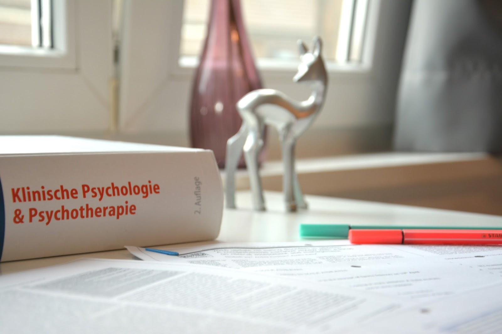 Highlighters on top of Research Papers; Klinische Psychologie; book: decorations; deer