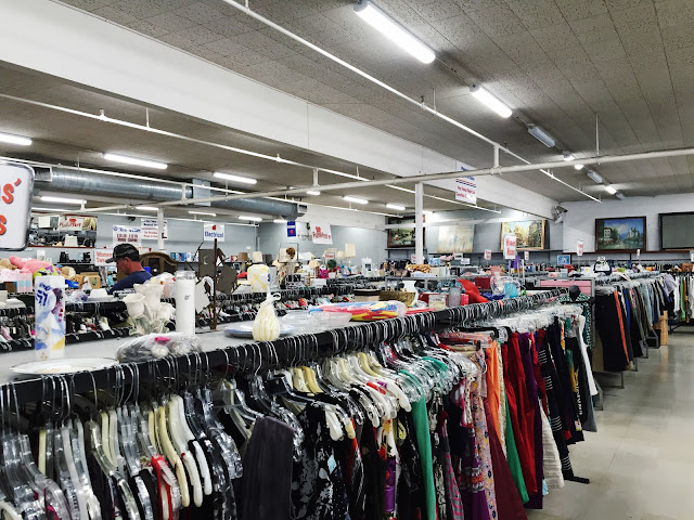 5 Easy Thrift Shopping Tips