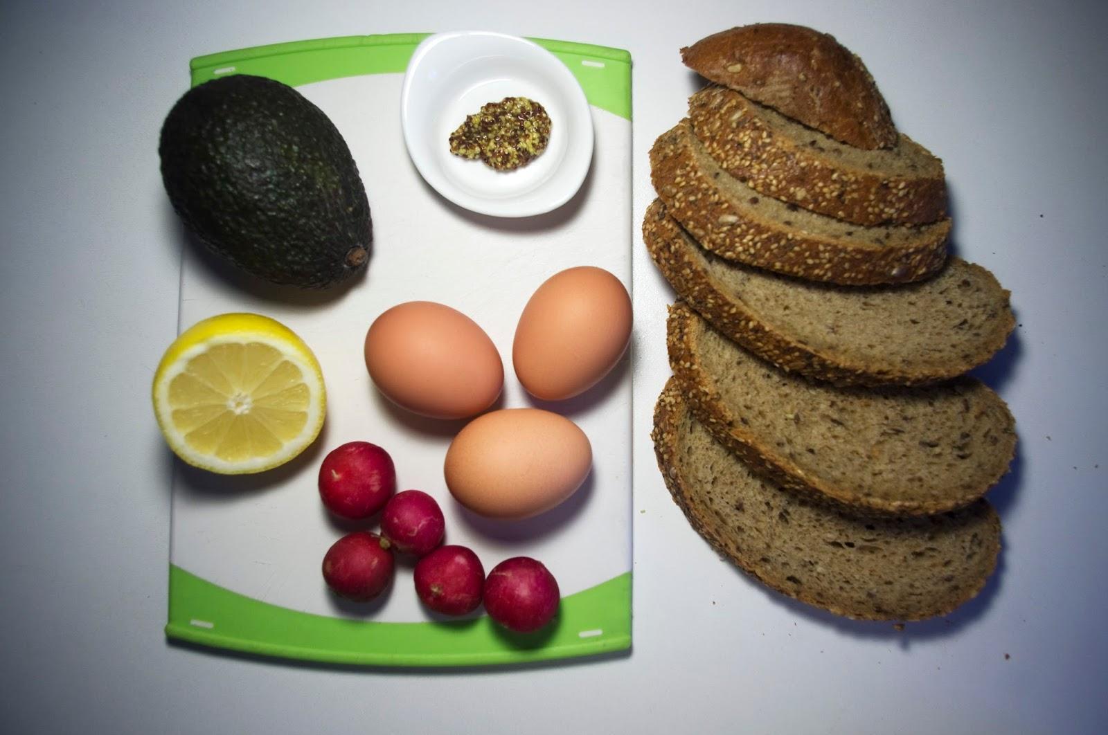 Bocadillo con aguacate, huevo y mostaza - ingredientes