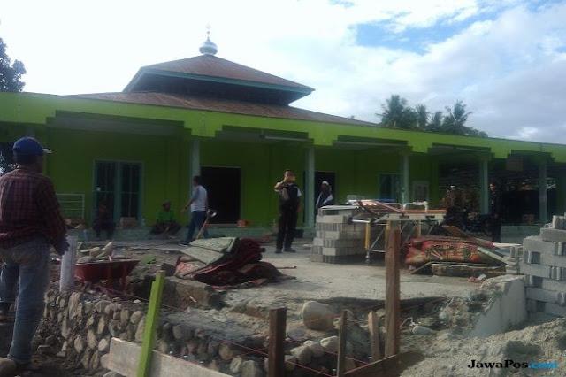 Gelombang Tsunami Hanya Lewat di Atas Kubah Masjid Ini