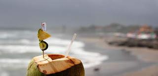 Manfaat air kelapa untuk kesehatan ibu hamil