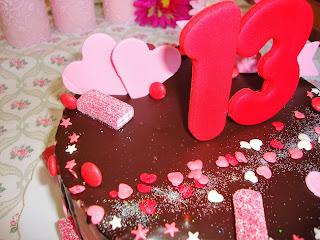Vista superior drip cake de corazones