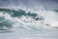 51 Kelly Slater Billabong Pipe Masters foto WSL Damien Poullenot
