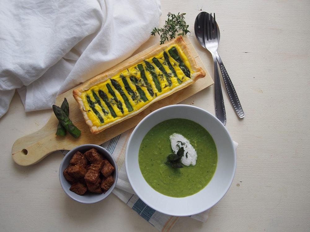 Passione asparagi: vellutata tiepida e mini torta salata