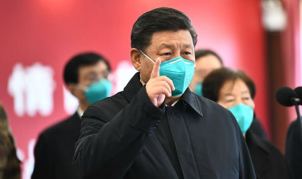presiden RRC Xin Jinping menggunakan masker