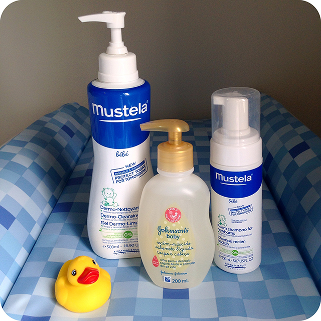 Cuidados com o Recém-nascido : Banho