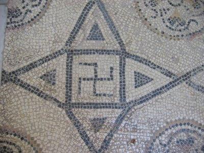 La Symbolique Du Svastika dans Apports 800px-Romswastika