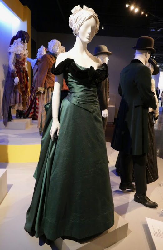 Dakota Fanning Alienist Sara Howard green gown