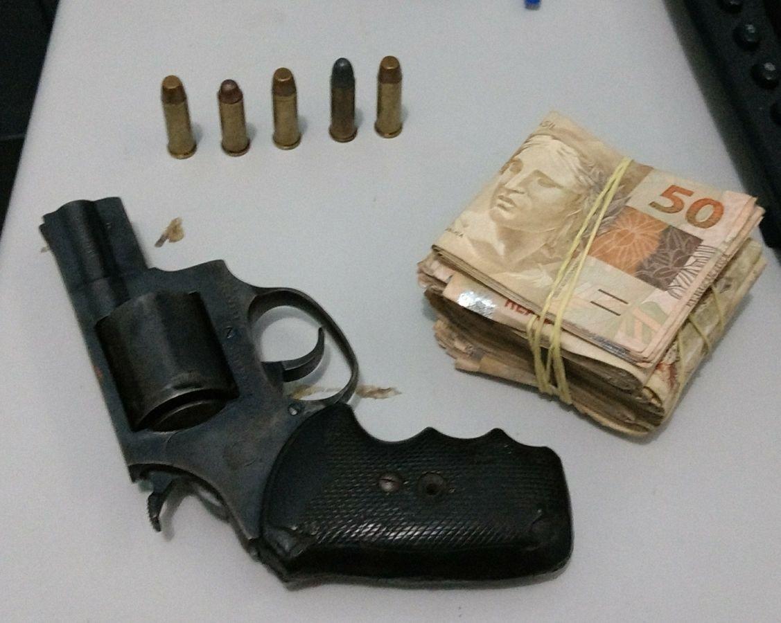 Homem é preso em Juazeiro armado e com mais de 25 mil reais em espécie - Notícias Policiais Juazeiro, Notícias Portal SPY