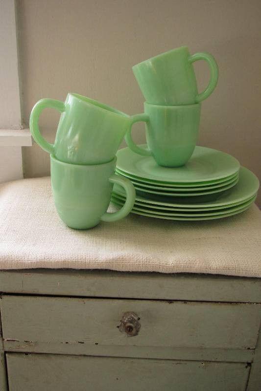 tasses et assiettes en jadéite