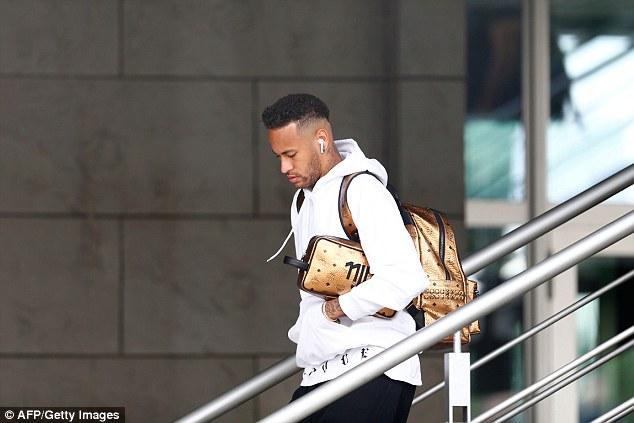 Neymar cúi gằm mặt, Coutinho nhăn nhó, lầm lũi rời Nga 1