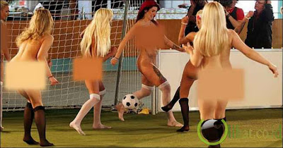 10 Wanita Cantik Main Bola tanpa Busana dan tanpa Malu