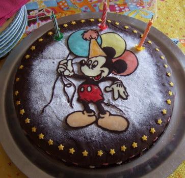 http://lesrecettesdemelanie.blogspot.fr/2010/02/gateau-mickey.html