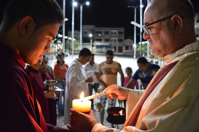ALELUIA: Vigília Pascal é celebrada por fieis em São Joaquim do Monte.