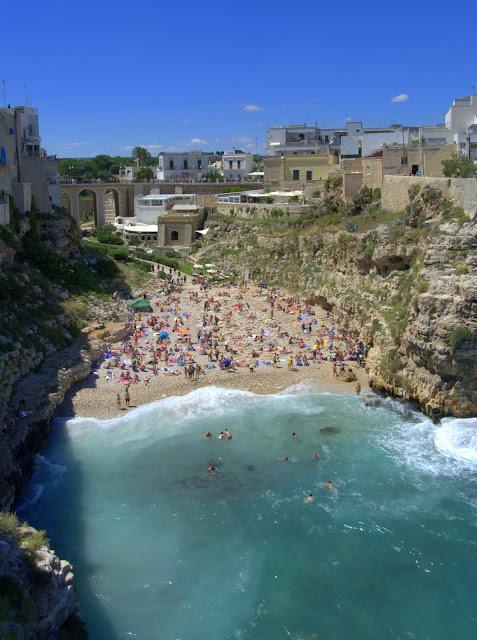 plaża w Polignano a Mare jak dojechać z Bari
