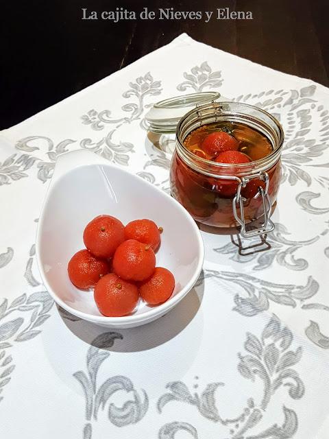 Tomates encurtidos
