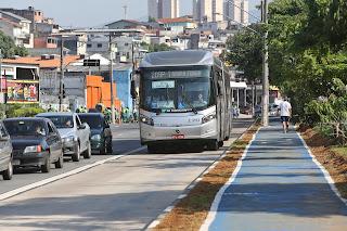 Corredor de ônibus da Inajar de Souza