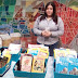 Ofrecen libros a los contribuyentes del predial en el Ayuntamiento
